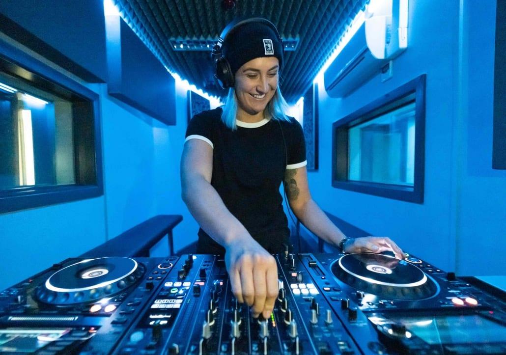 SEM DJ Lab 2 15V2